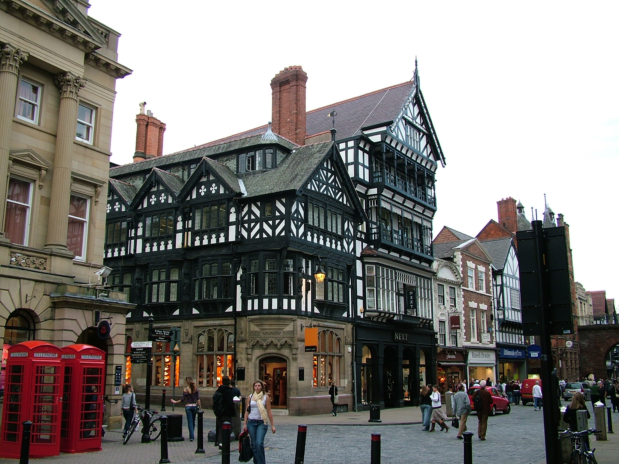 Chester Shops In City Centre 2005 10 09