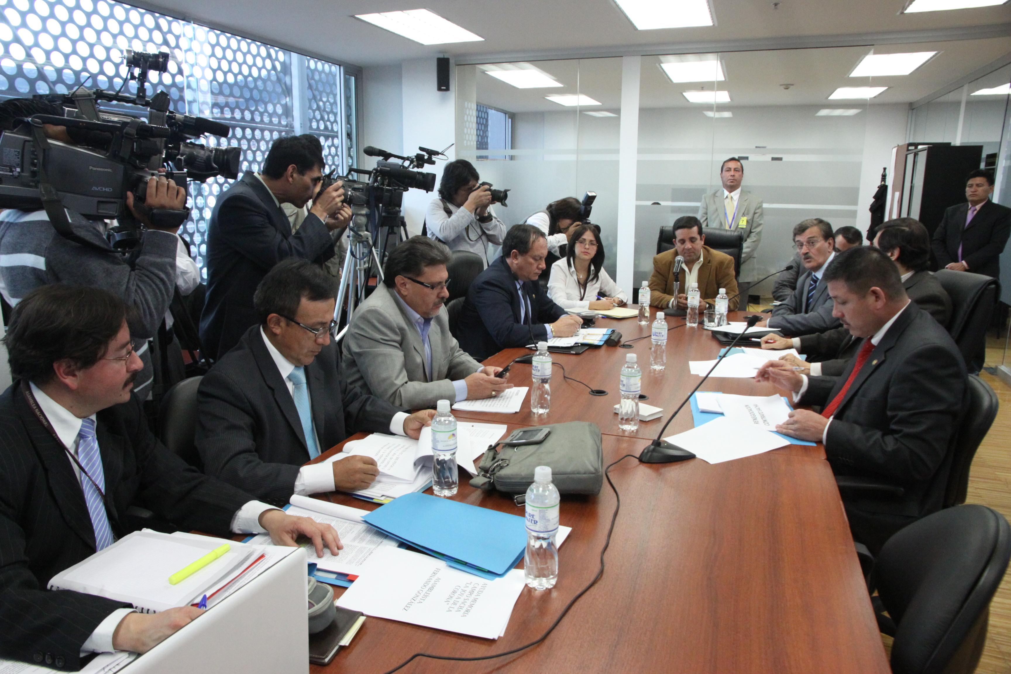 Comisión de Biodiversidad recibe a Ministro de Recursosno Renovables, Wilson Pástor (6277801451).jpg Español: Foto: Hugo Ortiz Ron / Asamblea