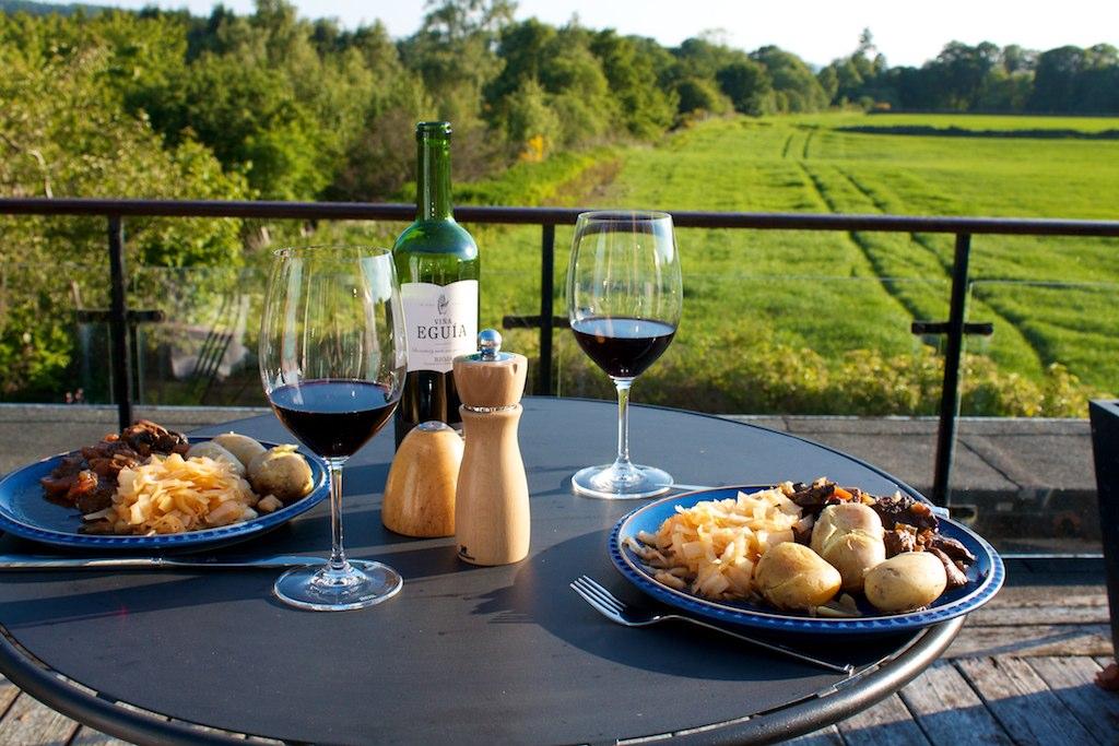 File:Daube provençale servie sur la terrasse.jpg - Wikimedia ...