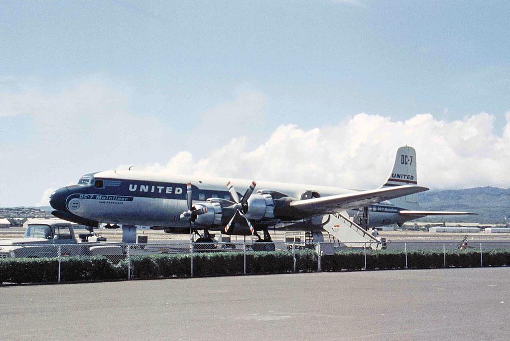 File:Douglas DC-7, United Airlines JP6922268.jpg ...