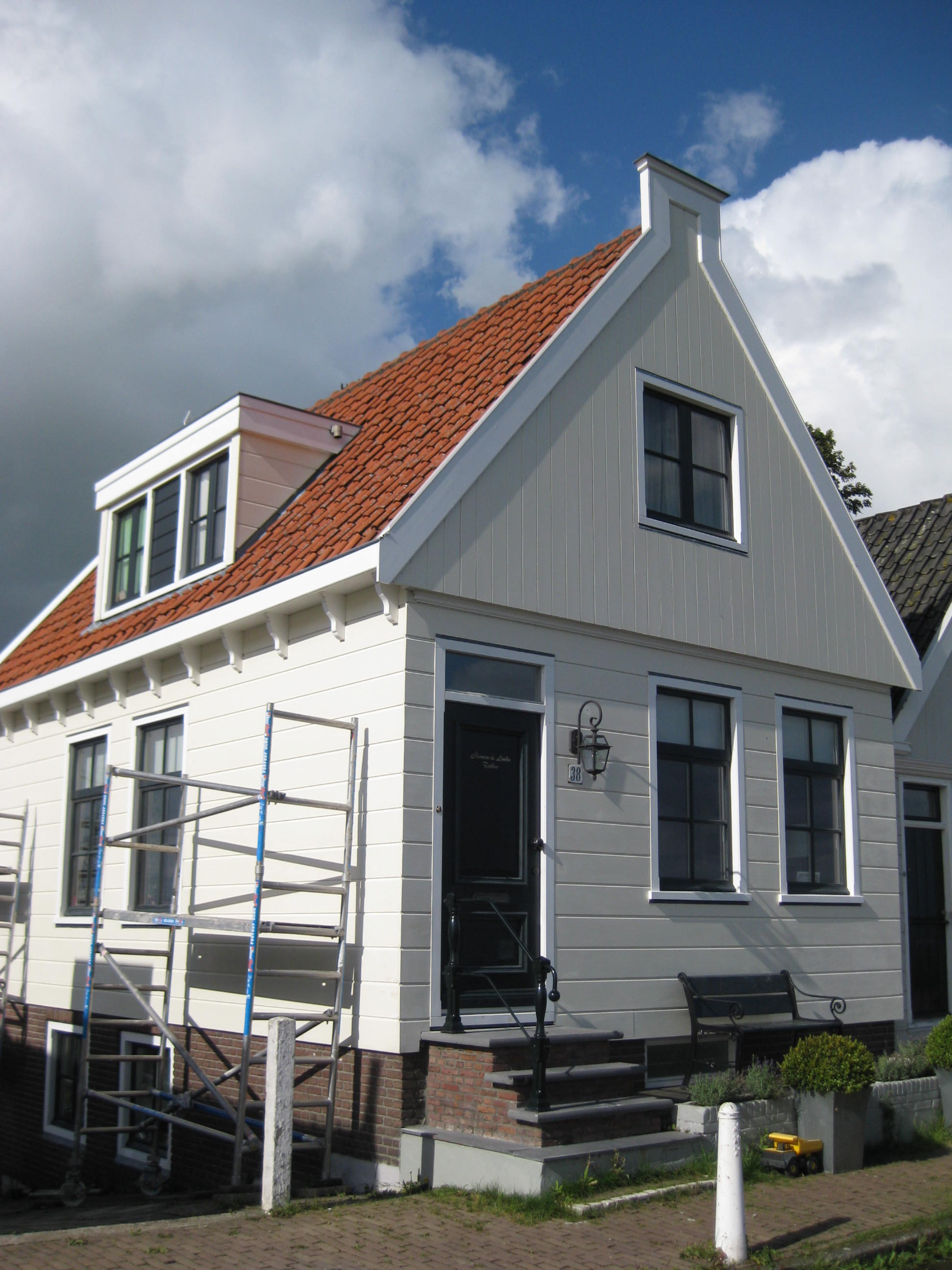 Houten huis voorschot in puntvorm goede pui in amsterdam monument - Houten huis ...