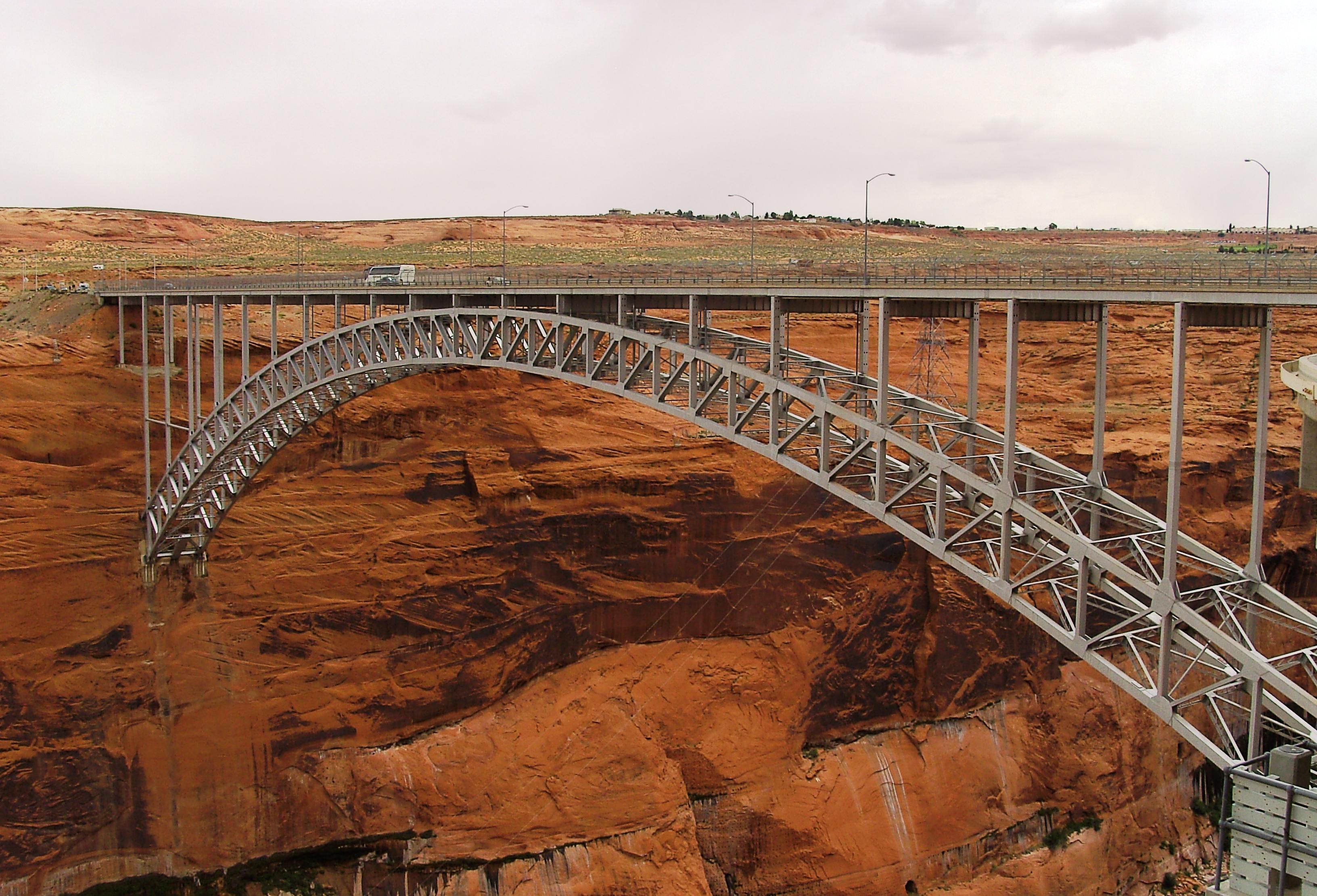 File:Glen Canyon Bridge in Arizona.jpg - Wikimedia Commons