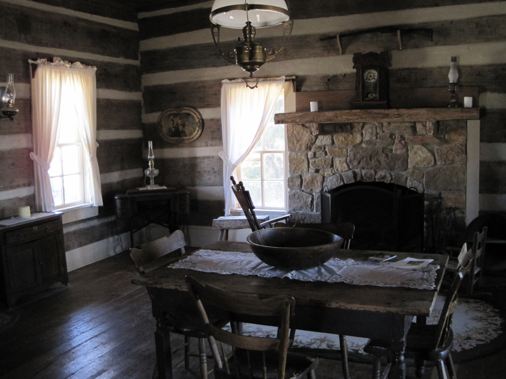 File:Green Frog Village Bells TN 24 Log Cabin Interior.jpg ...