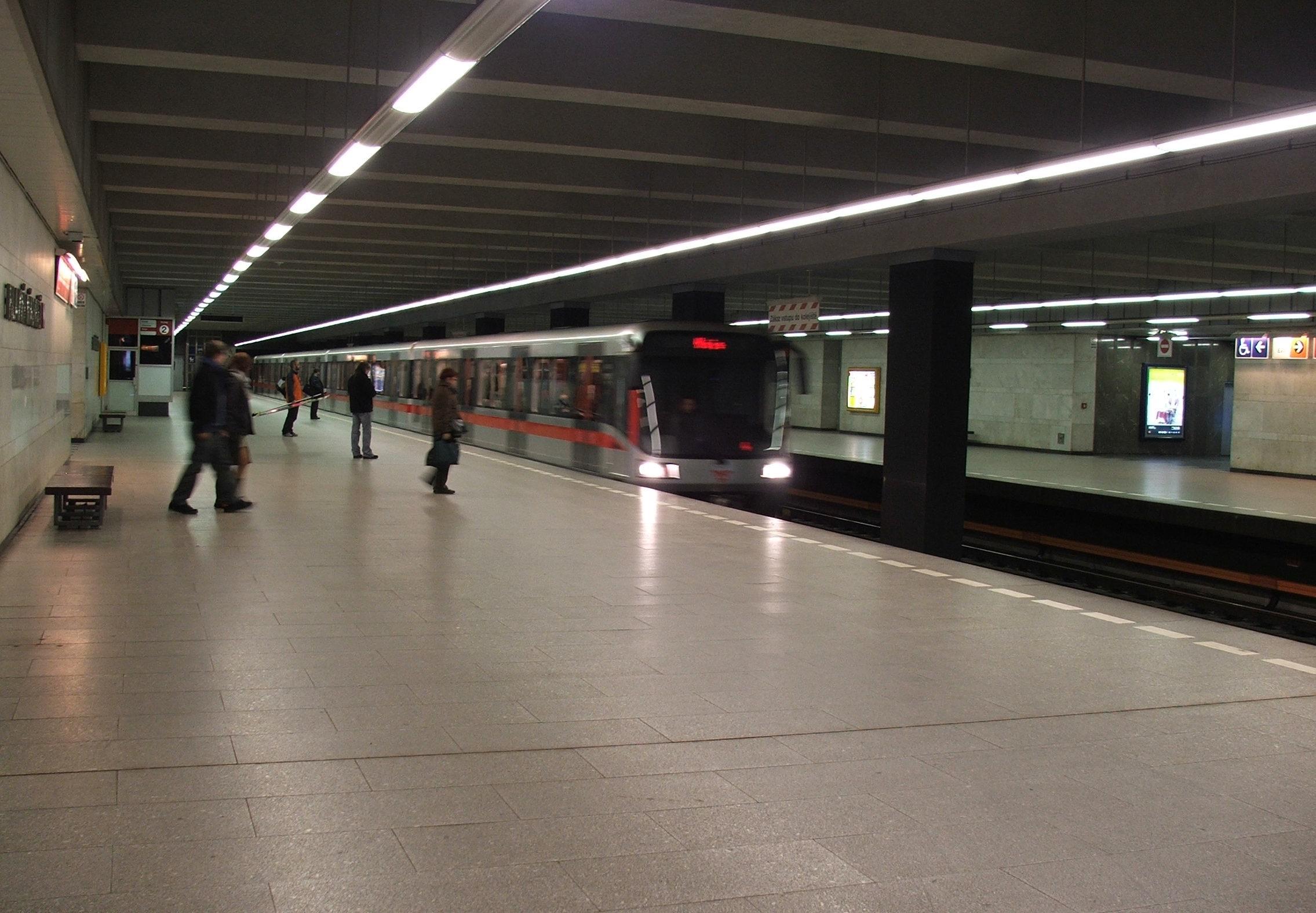 Hlavni_nadrazi_metro_C6018.JPG