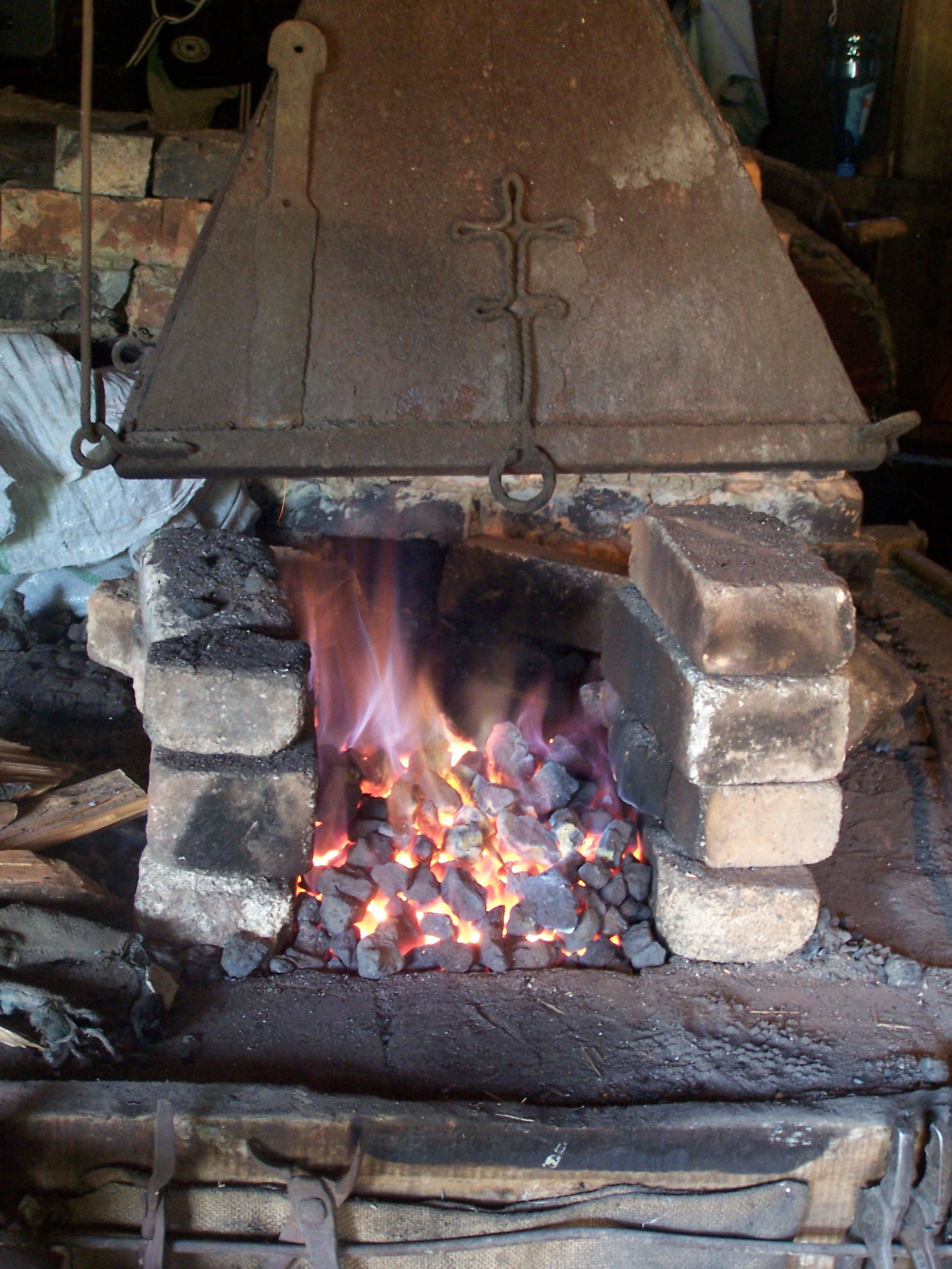 Dimnjak ili napa za kovacku vatru Hot_fire_in_a_forge_(Ethnographic_museum,_Tbilisi)