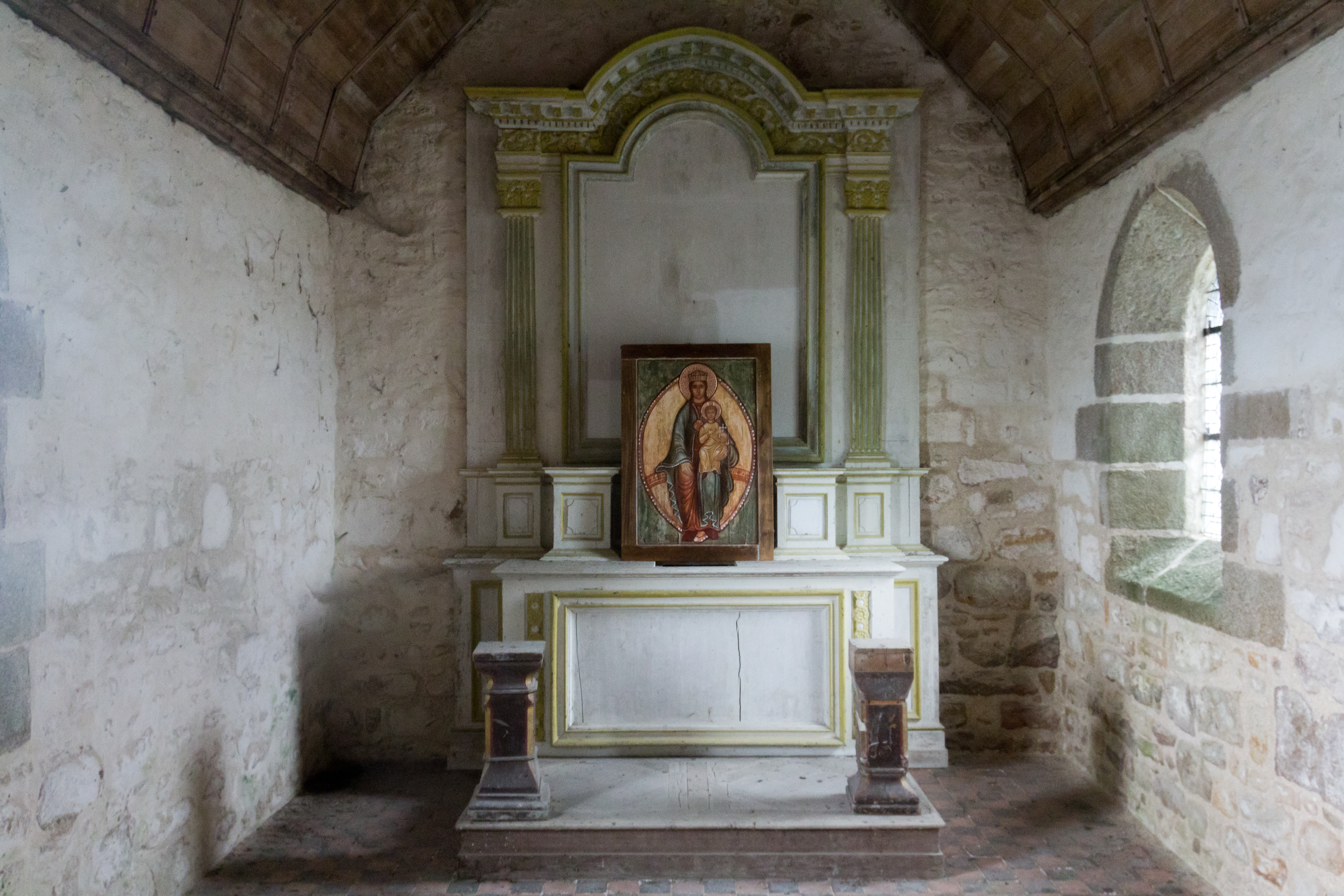 File int rieur de la chapelle saint aubert le mont saint for Mont saint michel interieur