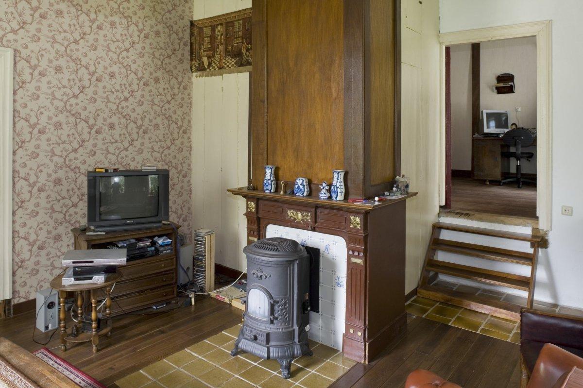 file interieur boerderij gedeelte van woonkamer met zicht