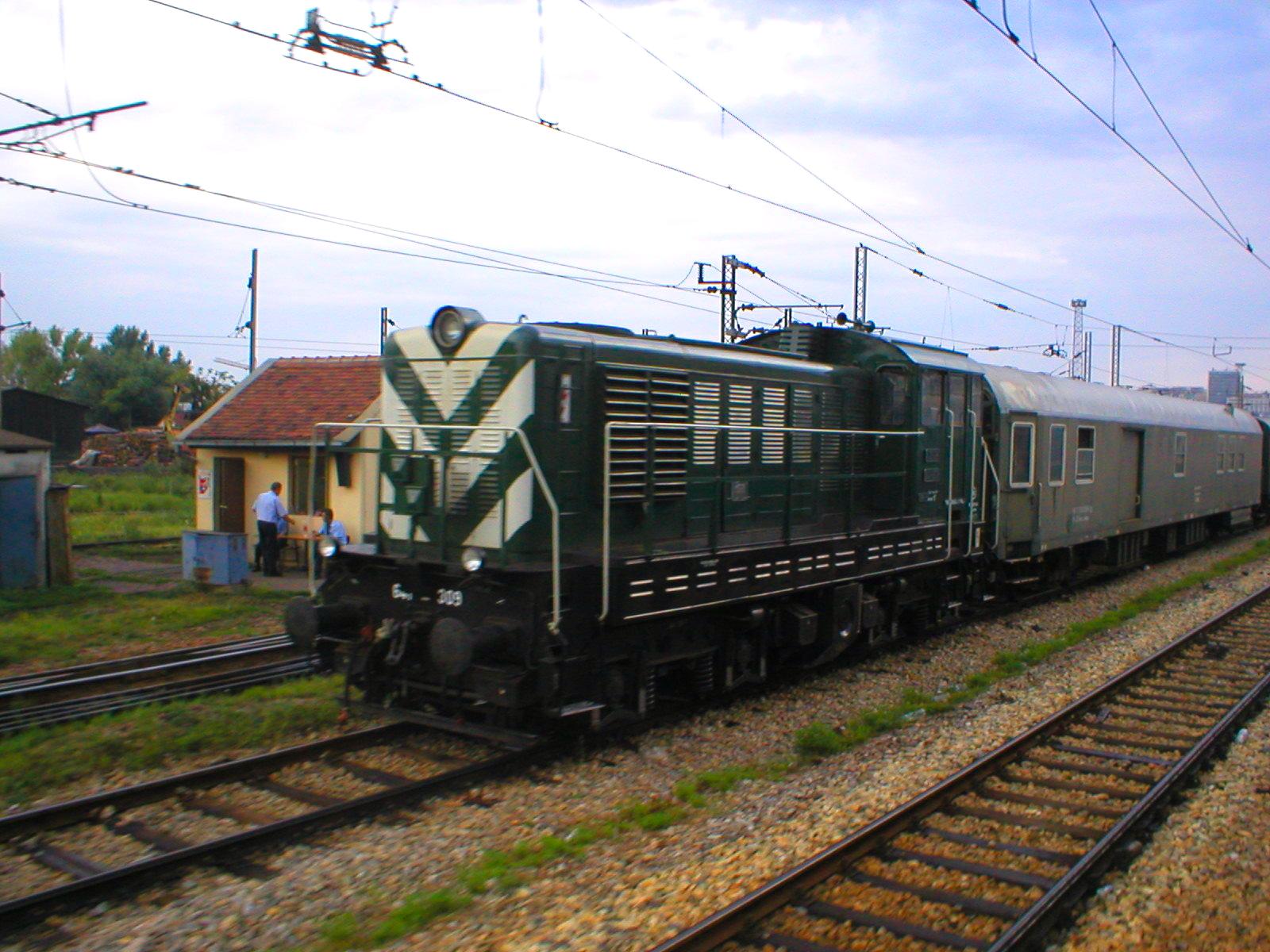 J%C5%BD_641_series_locomotive_(01).jpg