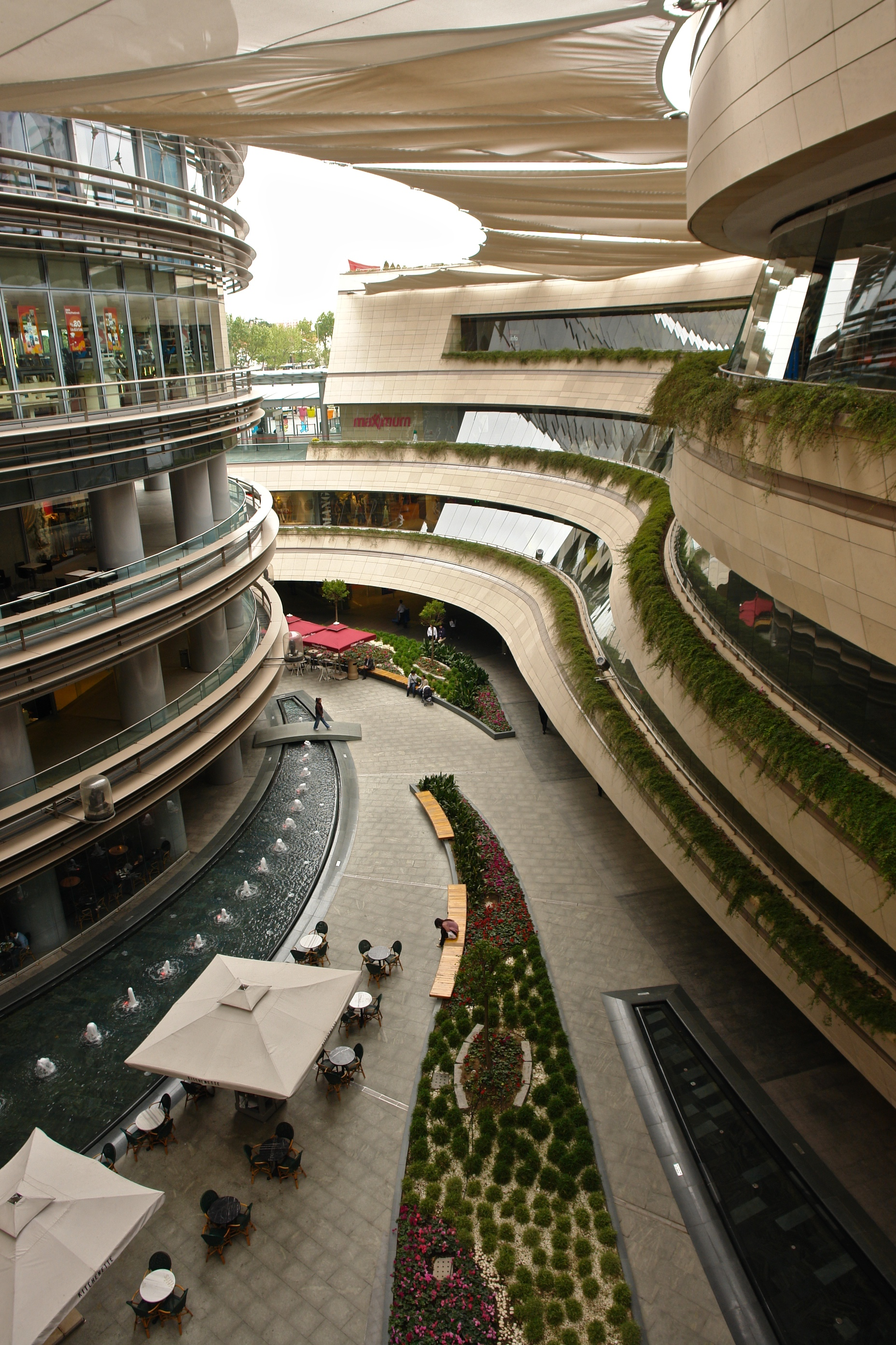 File kanyon mall istanbul wikimedia commons for Waterfall green design centre