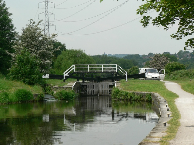 Kirkstall Lock, Leeds and Liverpool Canal - geograph.org.uk - 183815