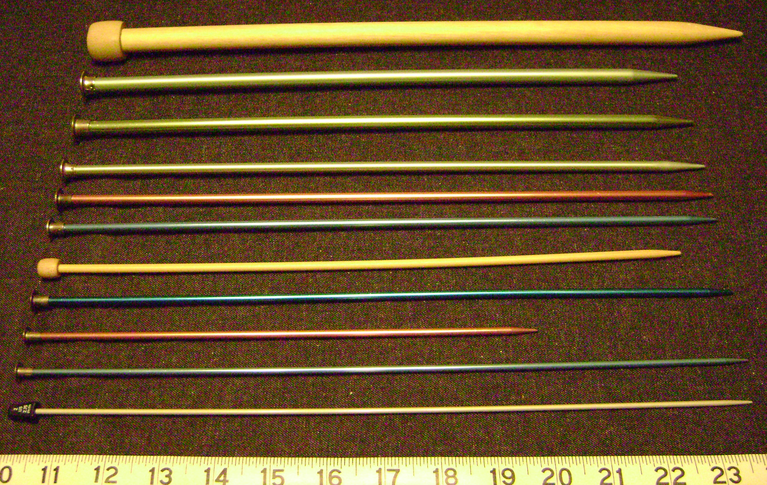 Knitting Needle Sizes : File:Knitting needles sizes straight.png - Wikimedia Commons