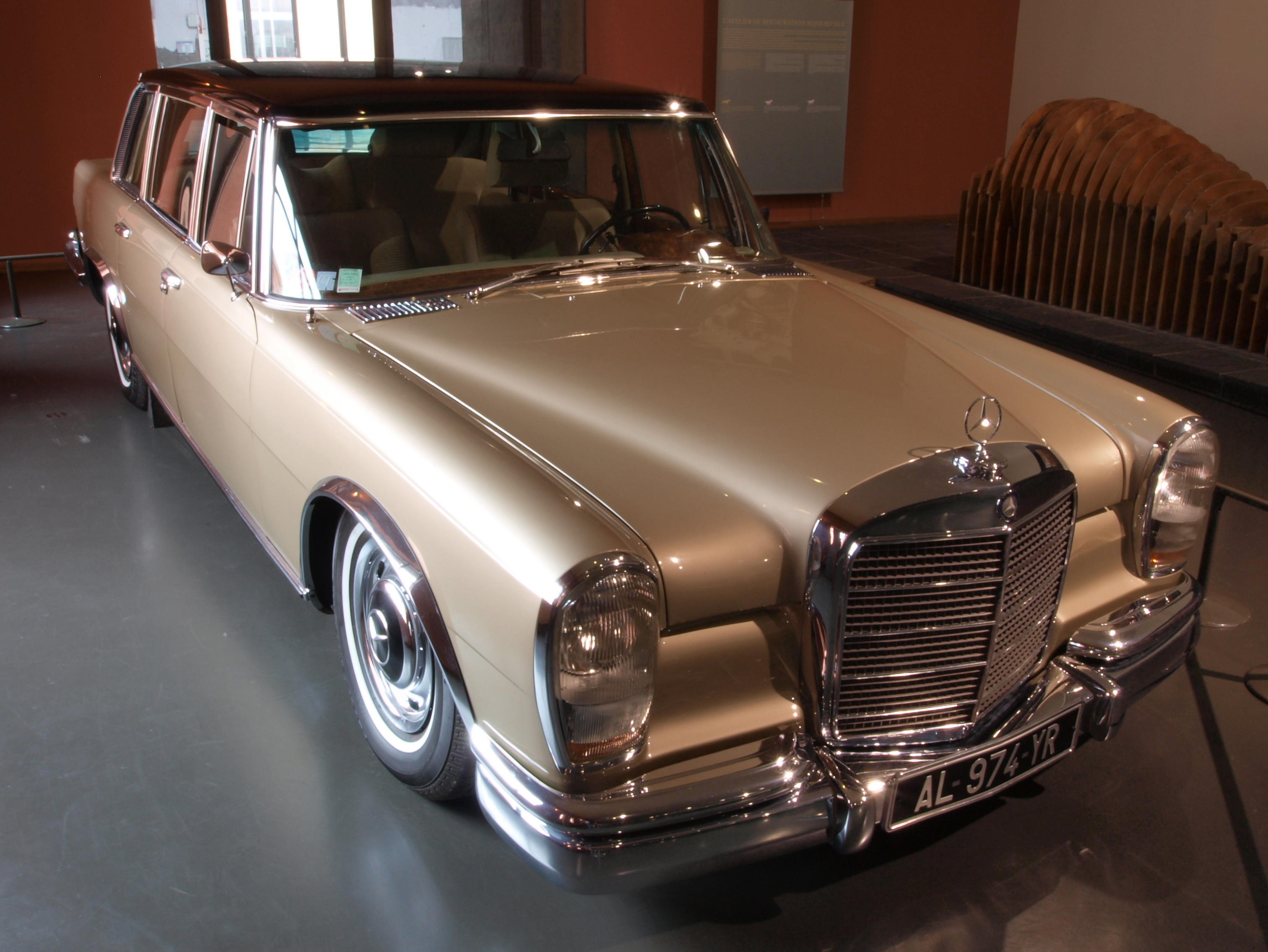 Image gallery mercedes benz limousine for Mercedes benz limo
