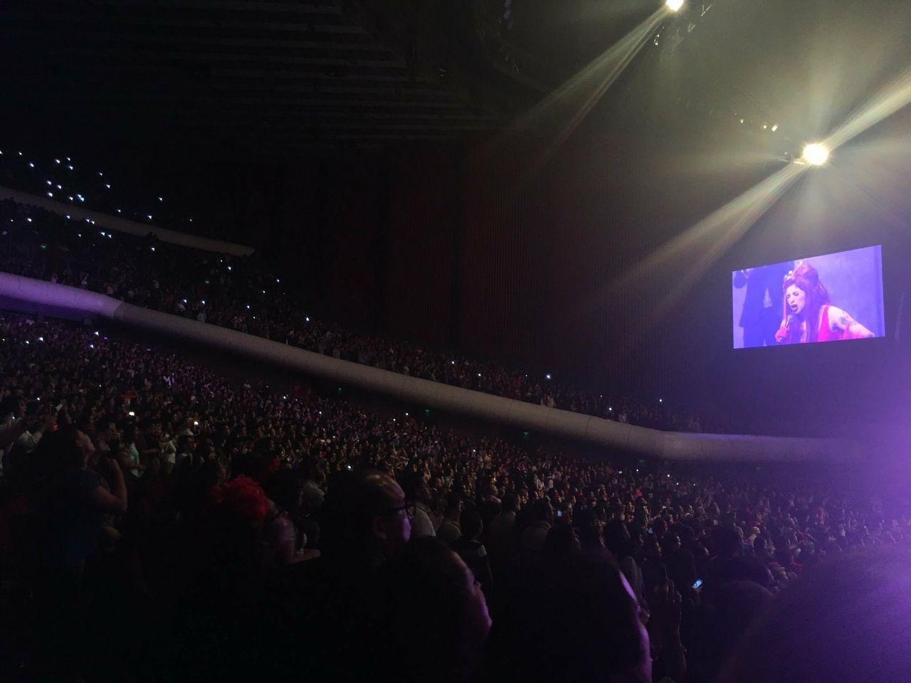 Mon Laferte en el Auditorio Nacional el 5 de octubre de 2017 presentando el Amárrame Tour.