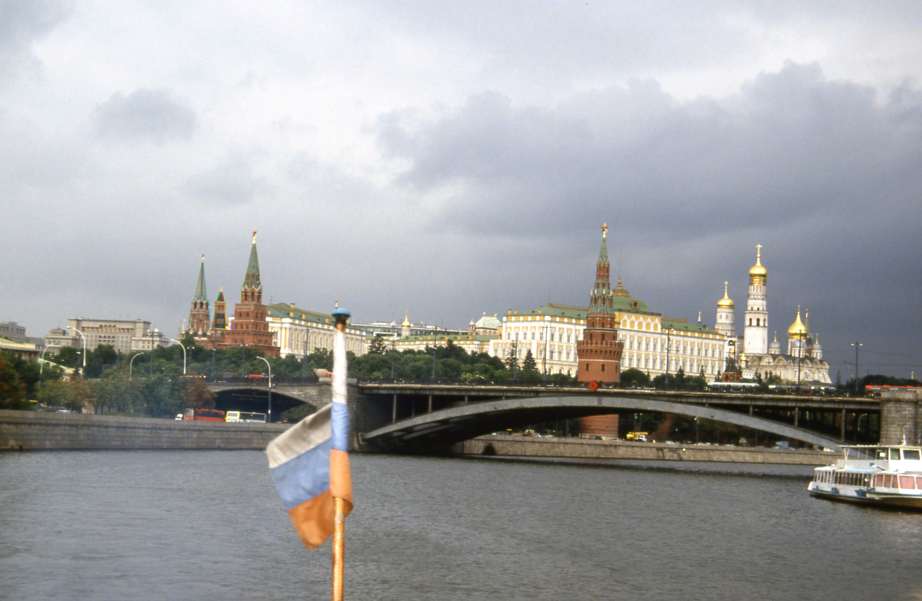 File:moscow-moskva kremlin-1992 08