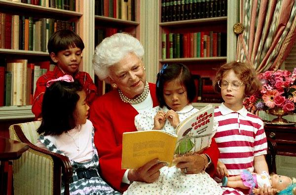 File:Mrs. Barbara Bush reads to children in the White House Library.jpg