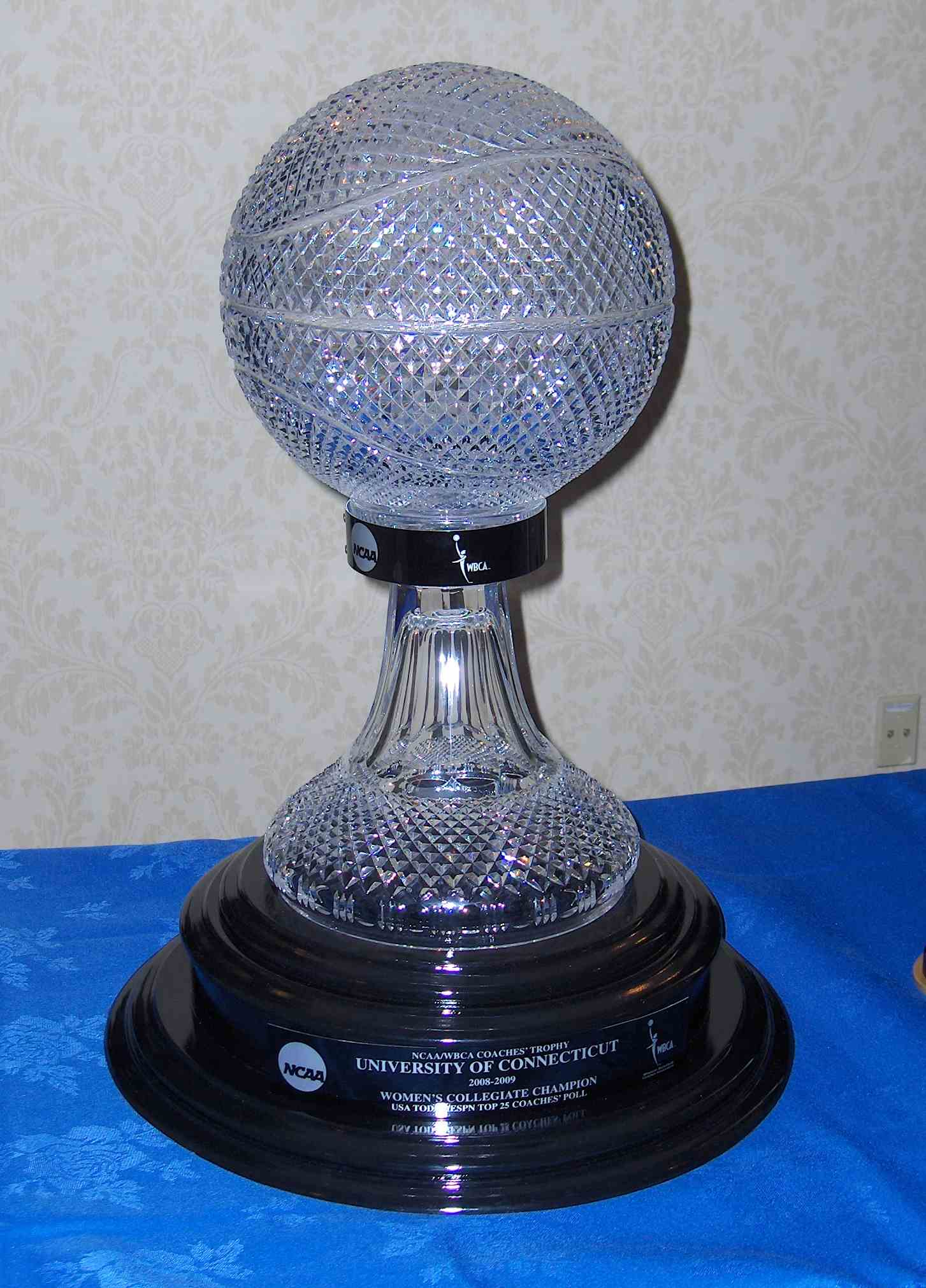 File:NCAA WBCA Coaches Trophy.jpg - Wikimedia Commons