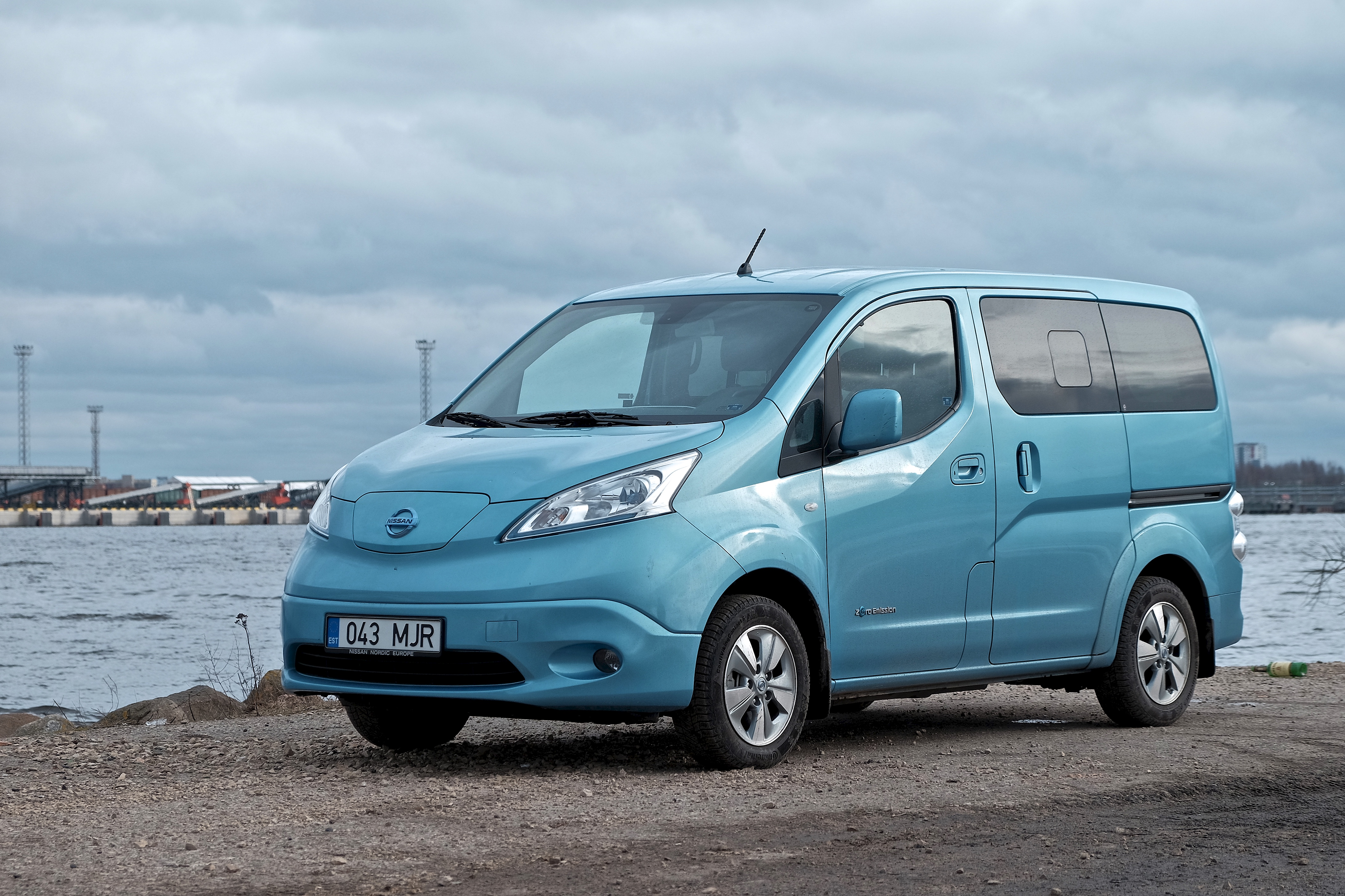 file nissan e nv200 evalia electric car 16641419041 jpg wikimedia commons. Black Bedroom Furniture Sets. Home Design Ideas