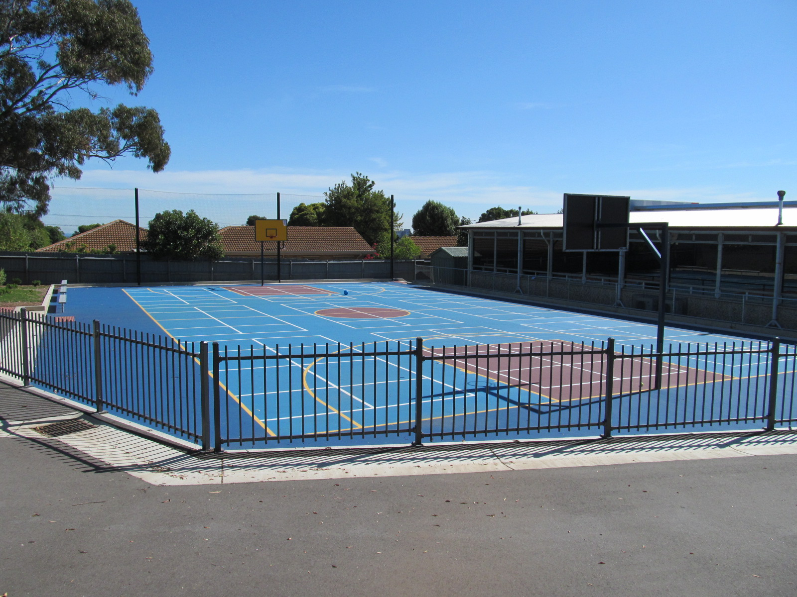 File oic linden park ps basketball wikimedia for Build your own basketball court