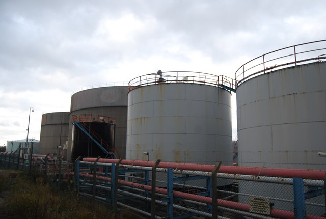 File:Oil storage tanks, ESSO Oil Storage Depot, Purfleet - geograph.org.uk - 1594011.jpg