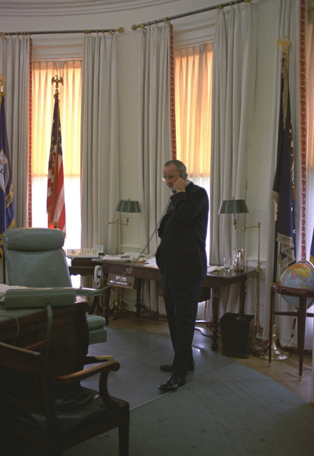 lbj oval office. File:Oval-Office-LBJ-1967.jpg Lbj Oval Office L
