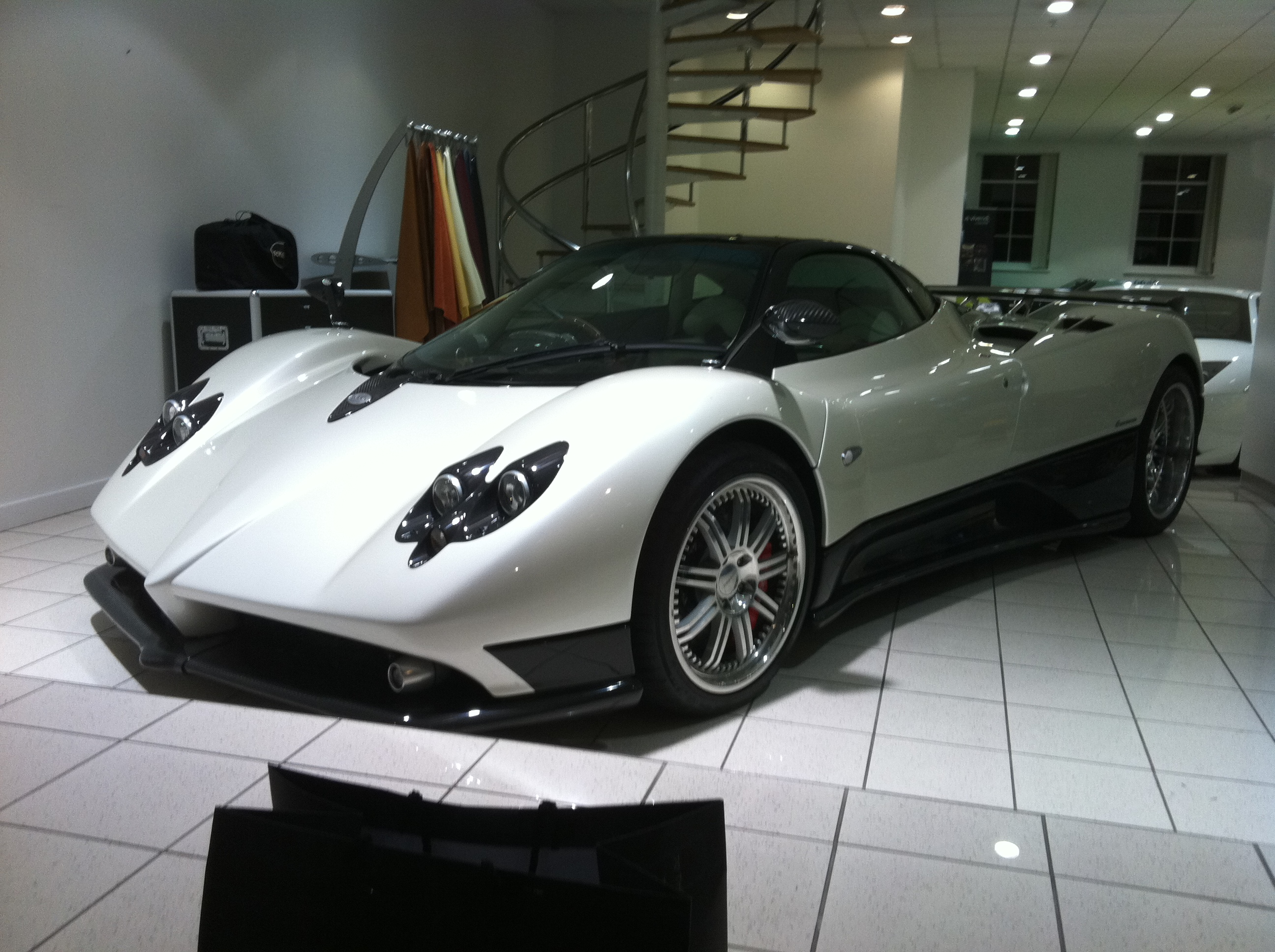 pagani zonda f white. Black Bedroom Furniture Sets. Home Design Ideas