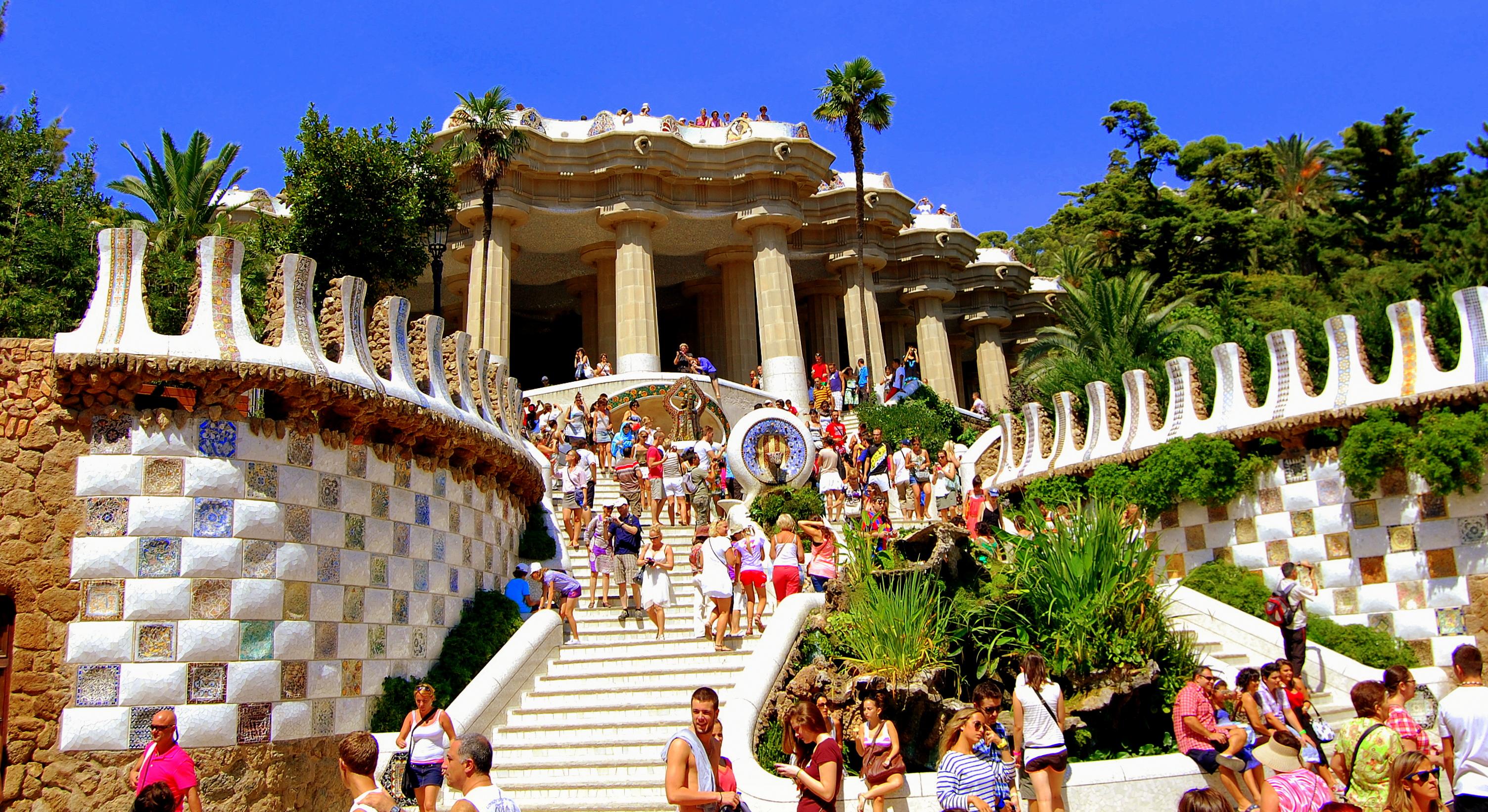 Resultado de imagen de barcelona y turistas