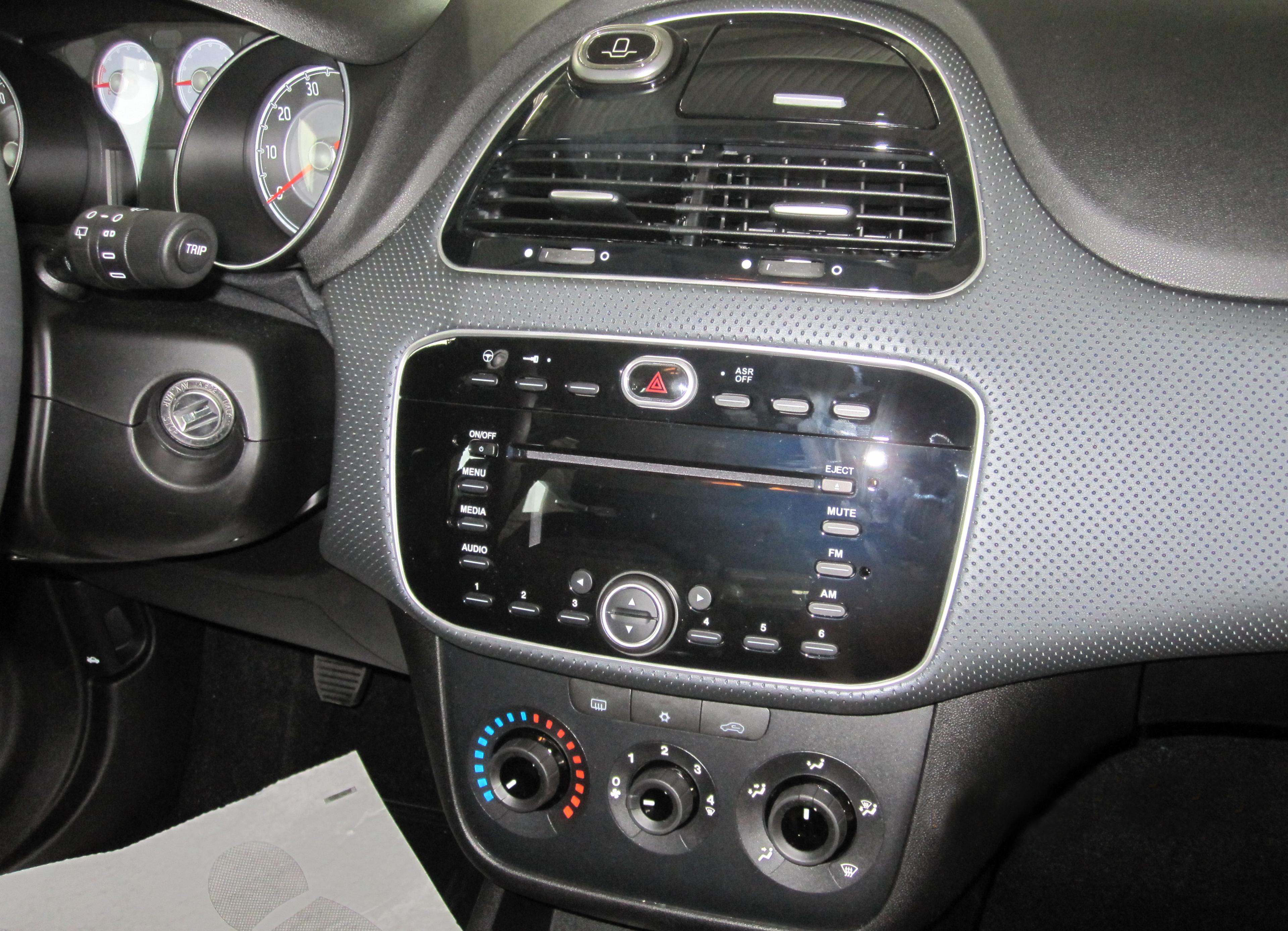 Fiat Punto Evo - Wikipedia on fiat ritmo, fiat stilo, fiat cinquecento, fiat coupe, fiat barchetta, fiat 500 abarth, fiat spider, fiat marea, fiat 500 turbo, fiat cars, fiat bravo, fiat x1/9, fiat panda, fiat doblo, fiat multipla, fiat linea, fiat 500l, fiat seicento,