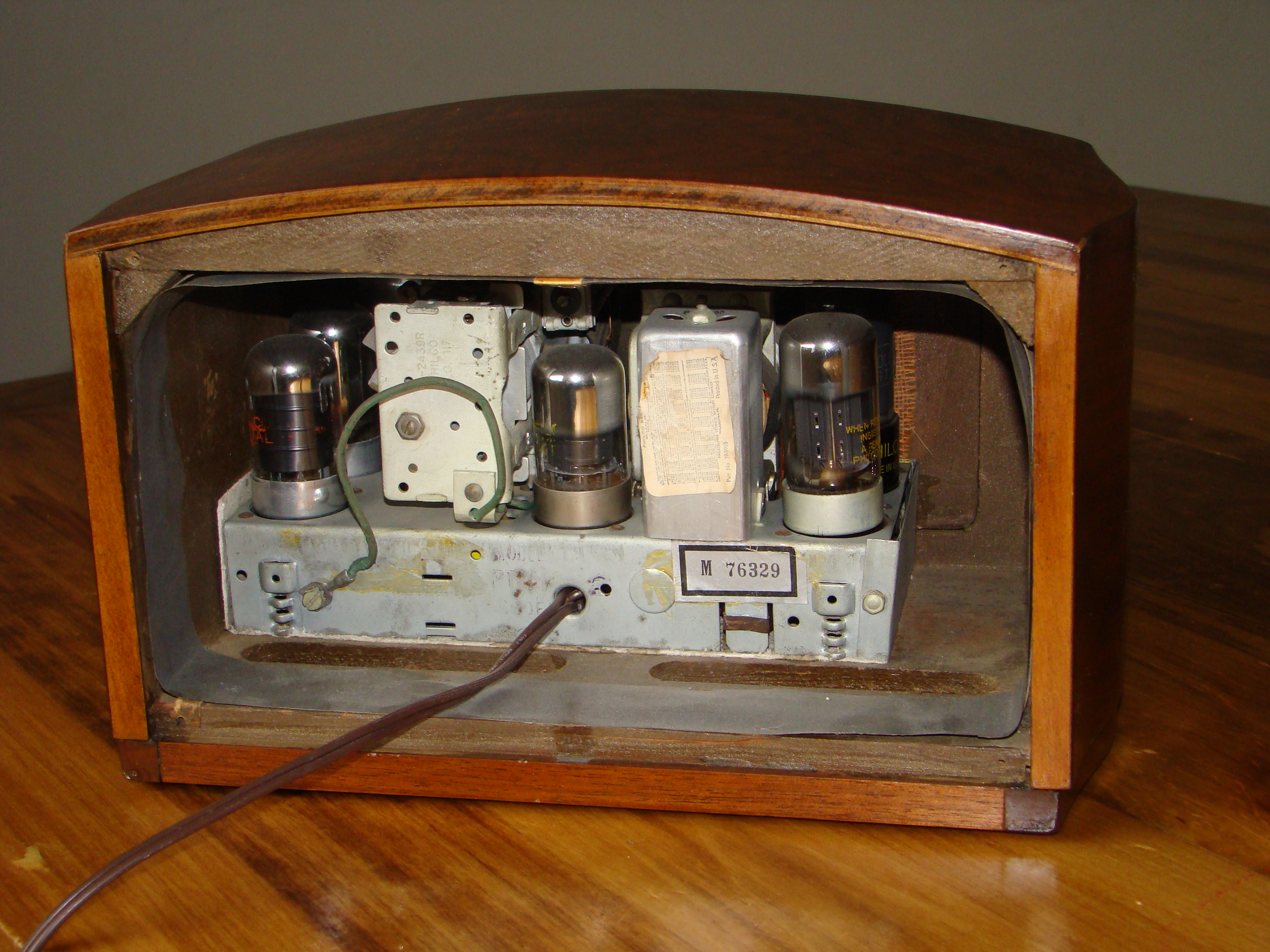 File:Philco radio model PT44 back cover removed.jpg