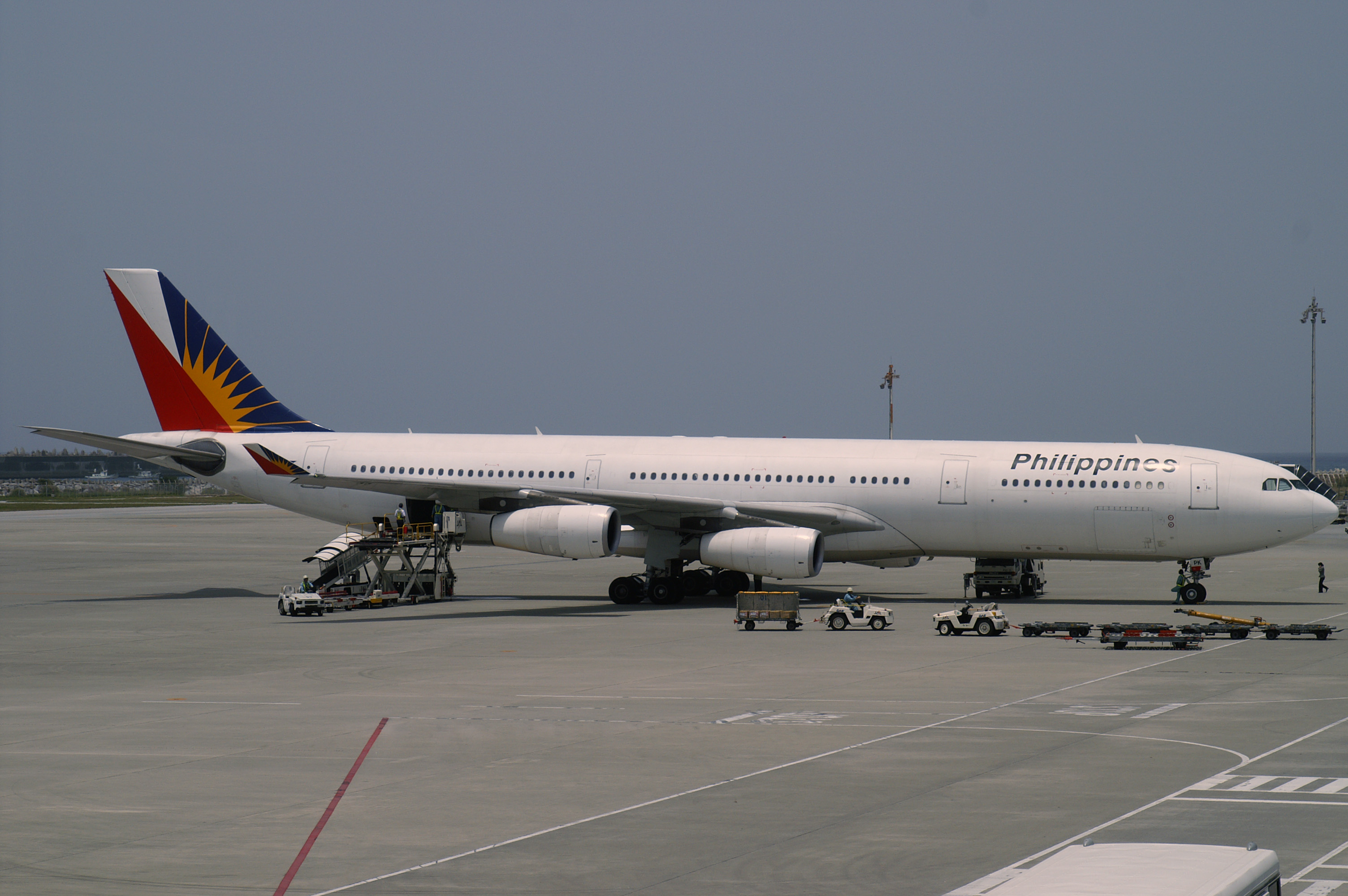 Download this Description Philippine Airlines Airbus Ohpk Naha Airport picture