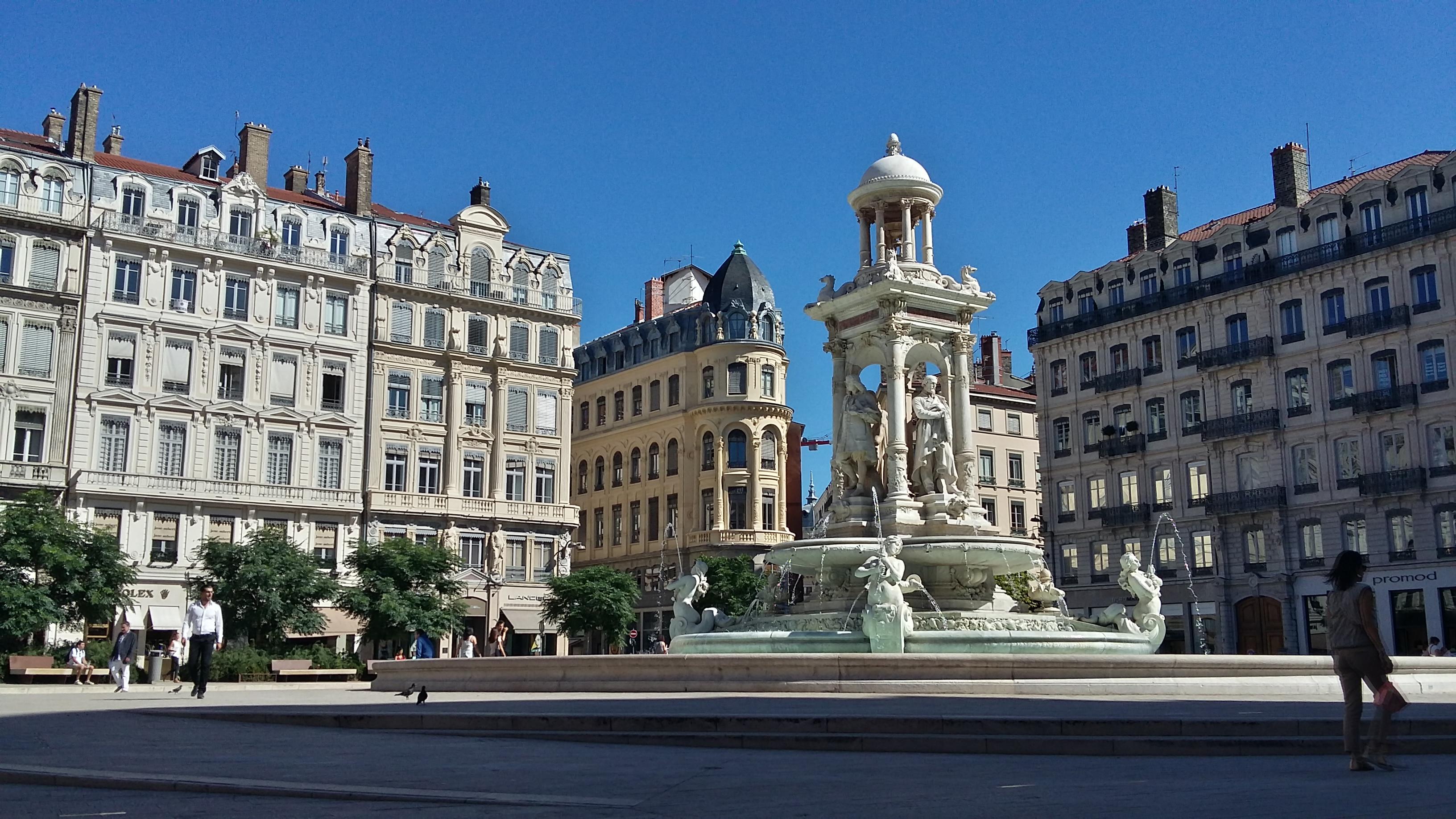 Alpha- bébête Place_Jacobins_Lyon