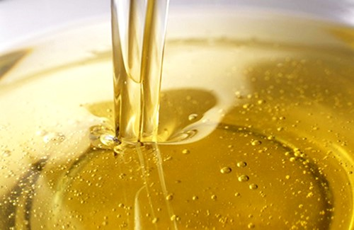 File:Pouring Oil.jpg
