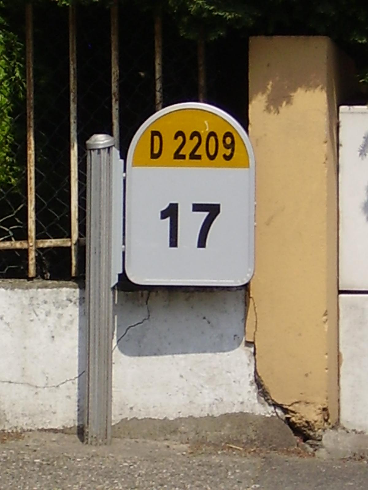 File:RD2209 03 kilomètre 17.JPG