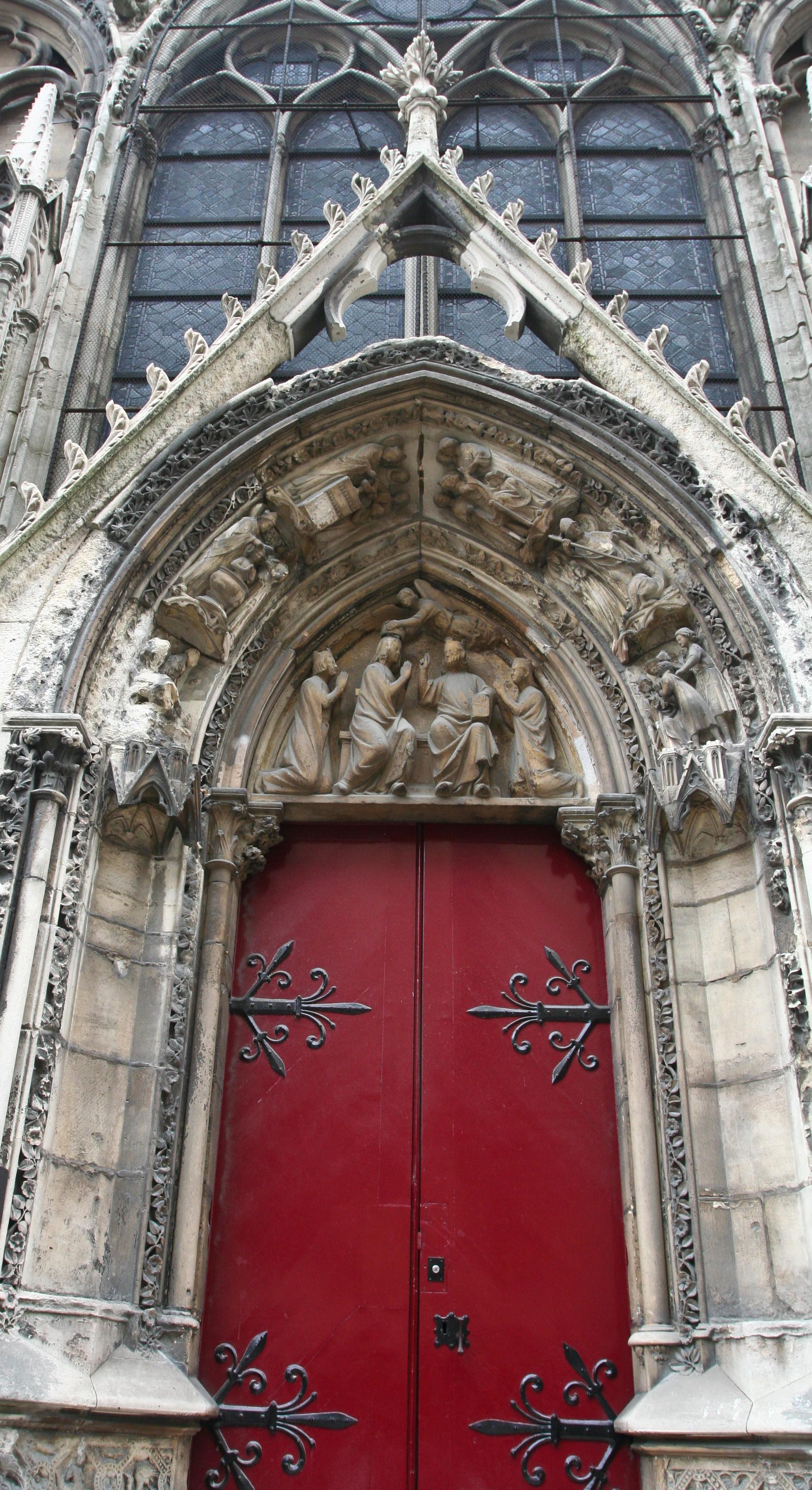 https://upload.wikimedia.org/wikipedia/commons/b/b9/Red_door_of_the_Notre-Dame%2C_Paris_29_May_2009.jpg