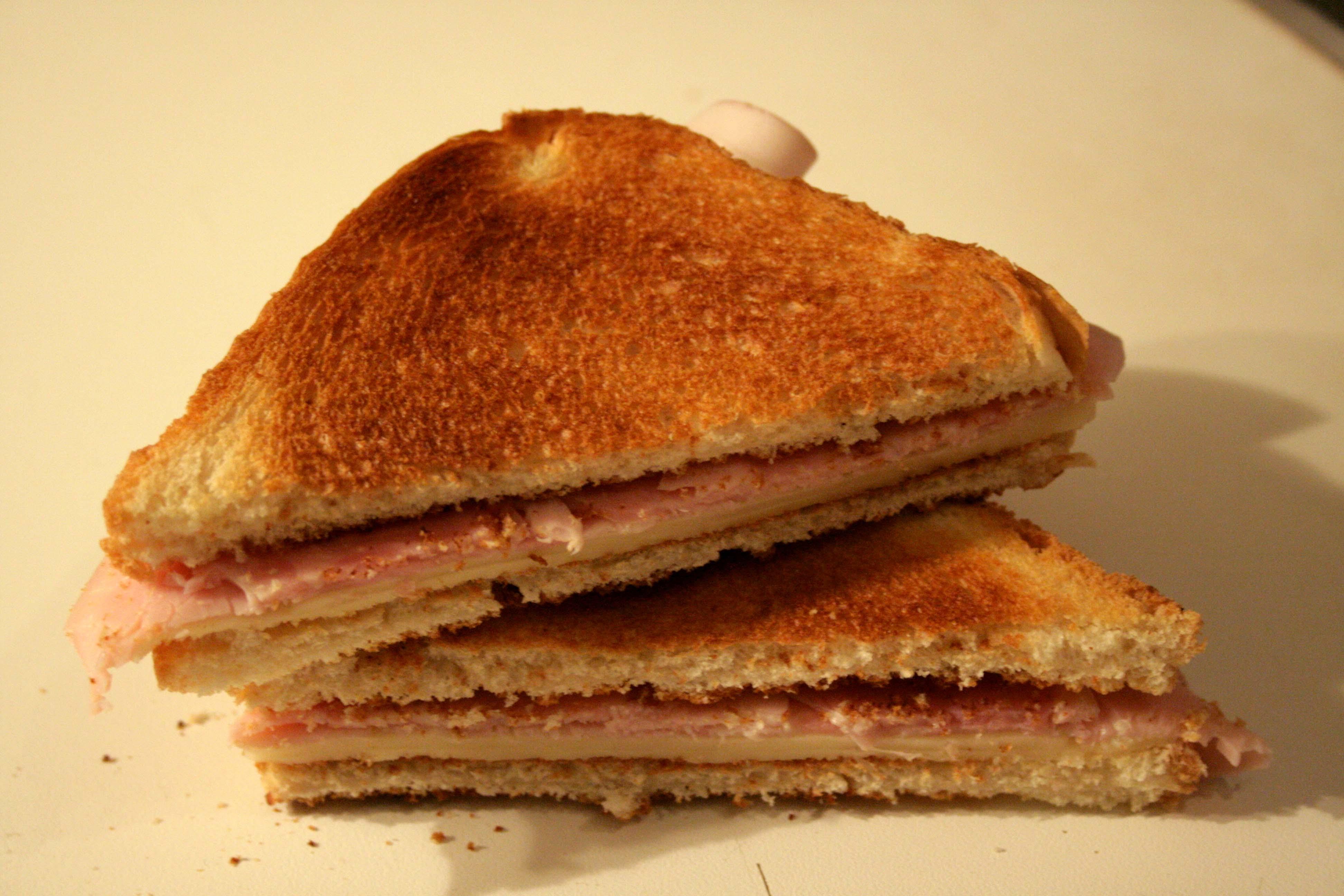 Beskrivelse Sandwich Mixto 02 jpgSandvich