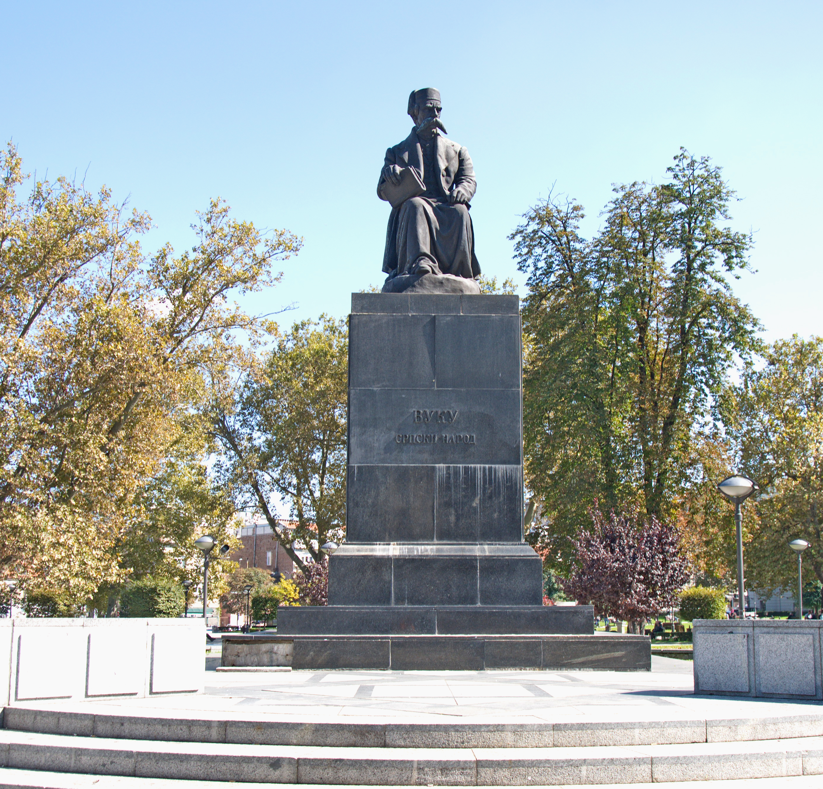 File Spomenik Vuku Karadzicu U Beogradu 08 Jpg Wikimedia Commons