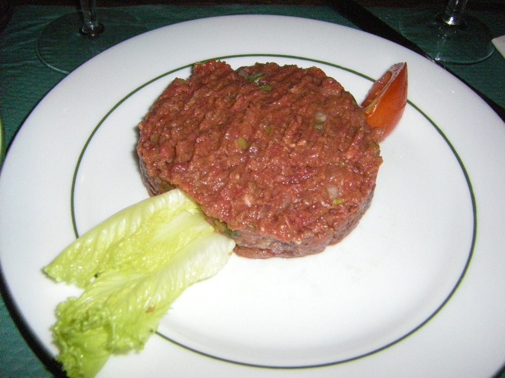 File:Steak Tartar ordered in Paris, France.jpg - Wikimedia Commons