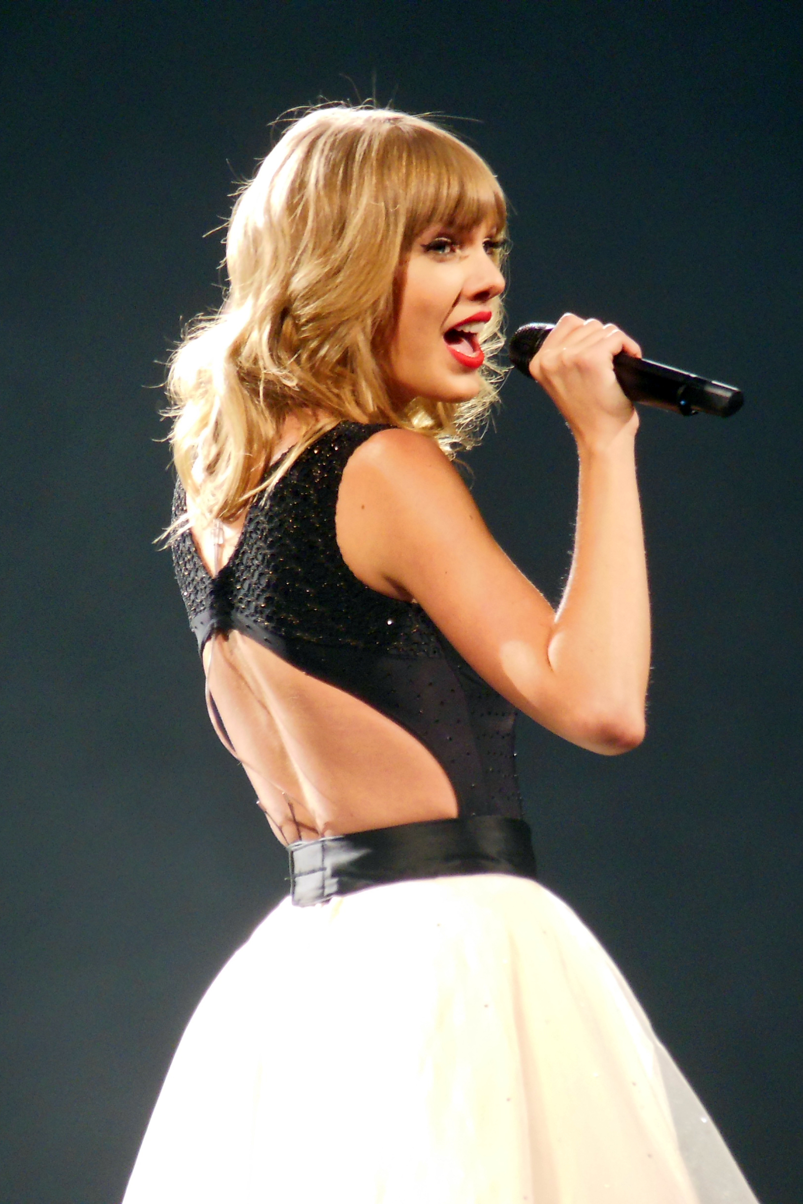 File Taylor Swift Red Tour 18 Jpg Wikimedia Commons