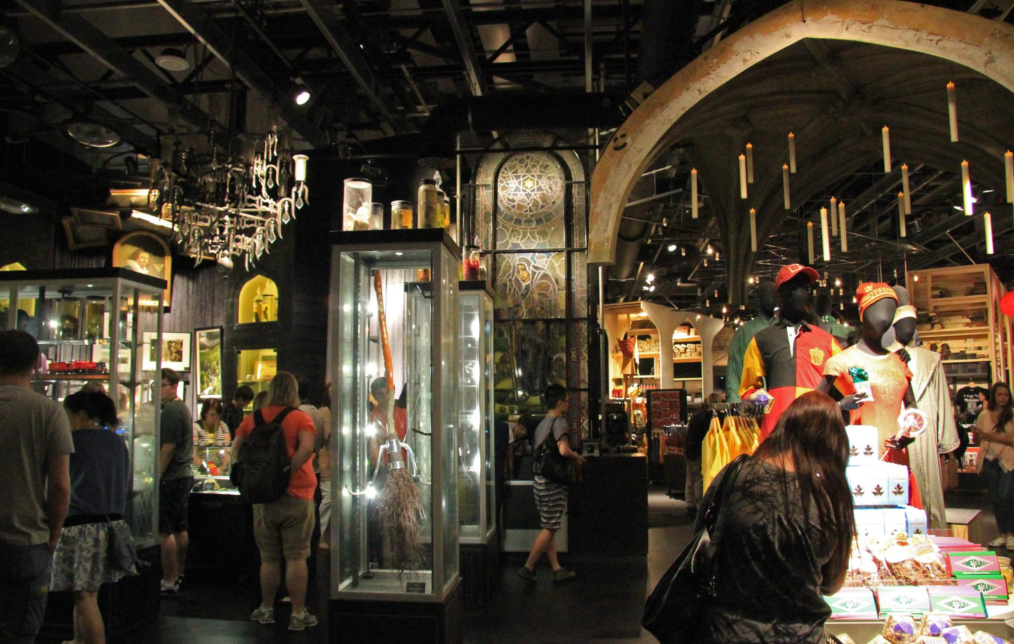 Harry Potter Studio Tour Souvenir Guidebook Review
