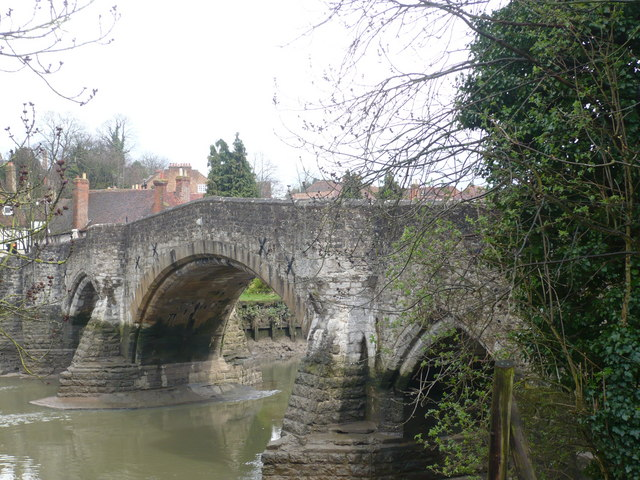 The old bridge, Aylesford, viewed from the footpath - geograph.org.uk - 740000