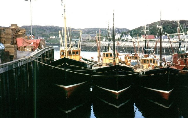 File:Trawlers Lined-up at the Pier, Lochinver - geograph.org.uk - 994501.jpg