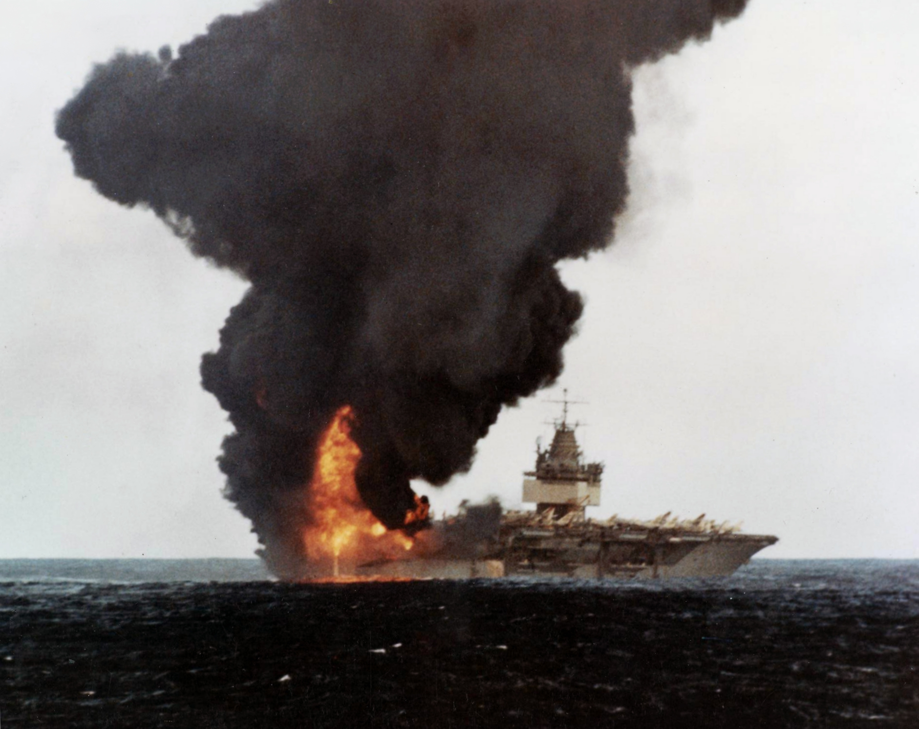 USS_Enterprise_%28CVN-65%29_burning%2C_stern_view.jpg