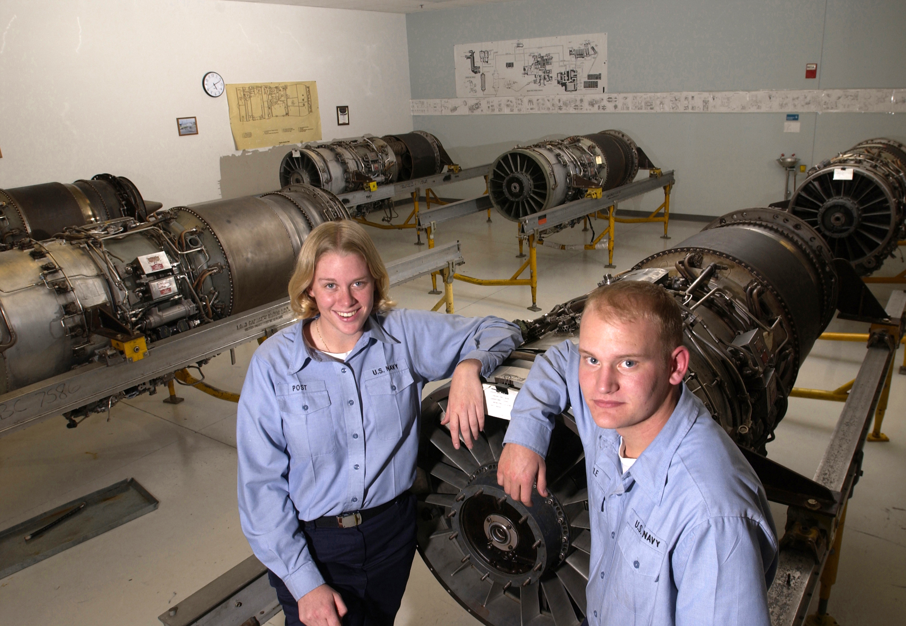 File:US Navy 021114-N-5862D-003 Aviation Machinist Mate A School ...
