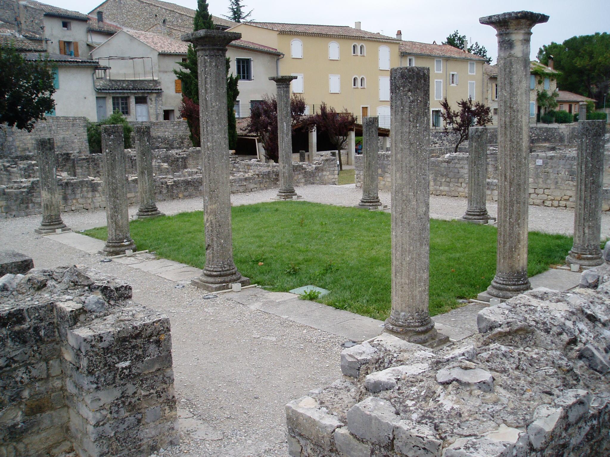 File vaison la romaine atrium jpg wikimedia commons - La villa romaine antique ...