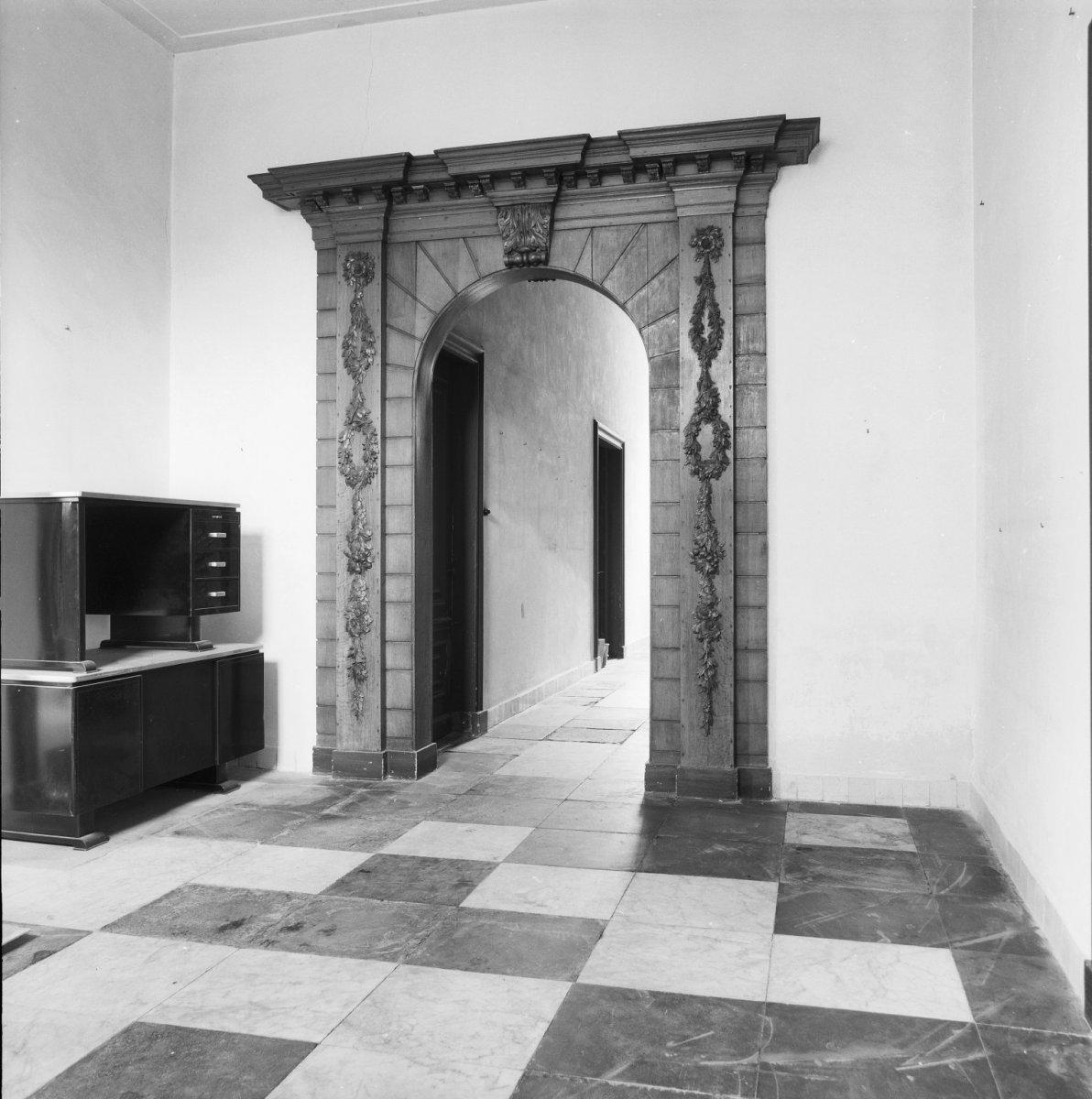 File voormalig bisschoppelijk museum interieur poortje in for Interieur haarlem