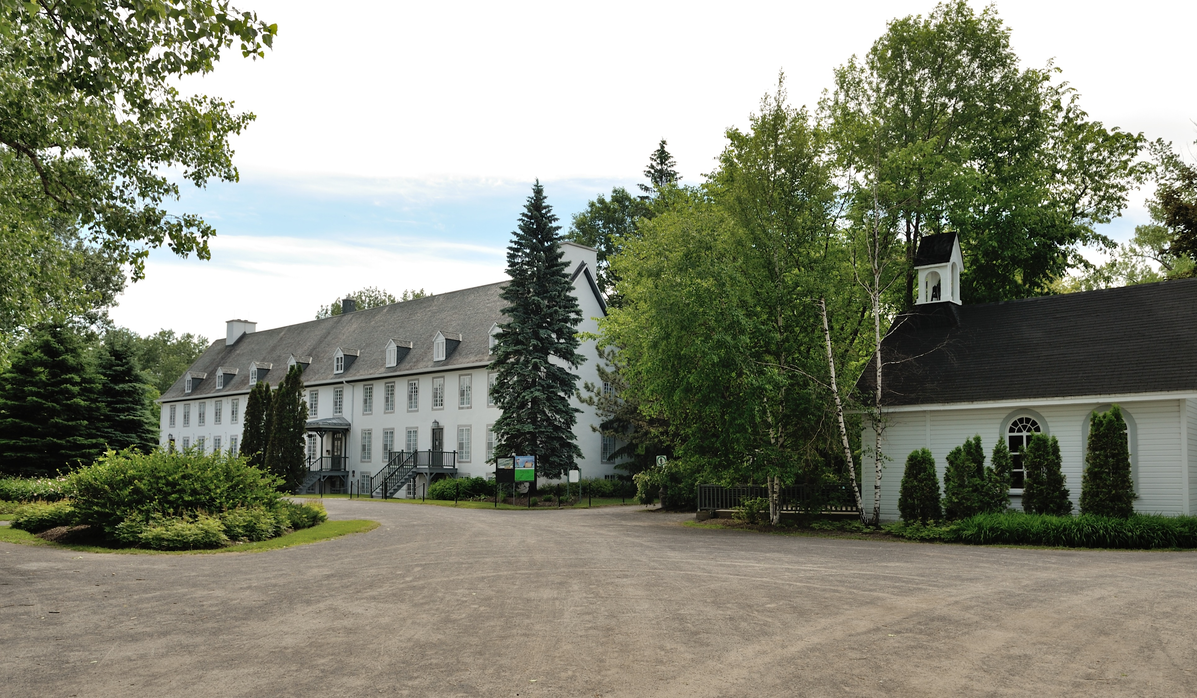 File vue de la maison des maizerets et de sa chapelle jpg wikimedia commons - Google vue des maisons ...