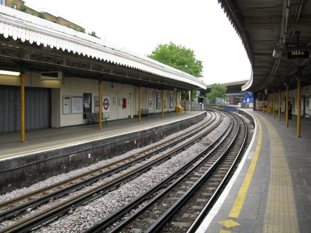 Westbourne Park Station - Looking West - geograph.org.uk - 1325940