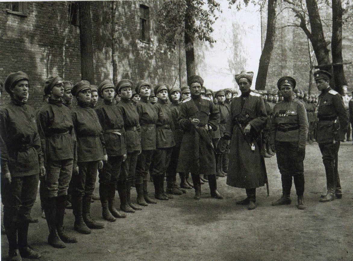 https://upload.wikimedia.org/wikipedia/commons/b/b9/Women_death_batalion.jpg