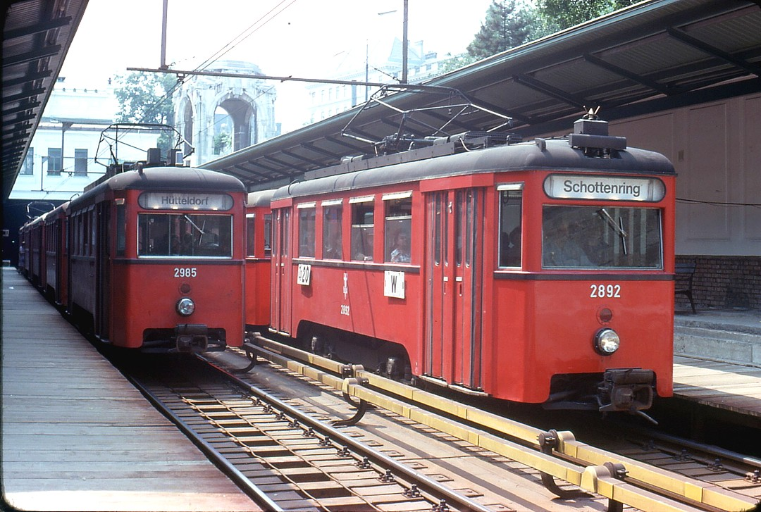 043L07260778 Typ N1 2892, Typ N1 2985, Station Stadtpark 26.07.1978.jpg