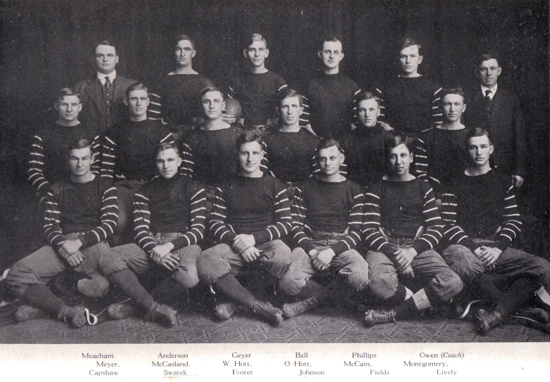 1915 Sooner Football team.png