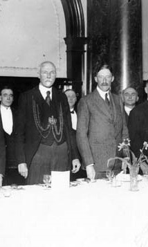 Lord Mayor Hugh Lupton (left) at a luncheon in Leeds in 1927 with Lord Harewood